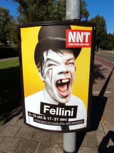 Fellini met zwarte tand