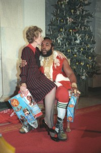 Nancy Reagan en Mr T tijdens de Kerst in 1983