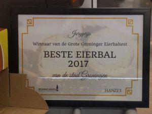 de prijs voor de beste eierbal in 2017 voor cafetaria Koning